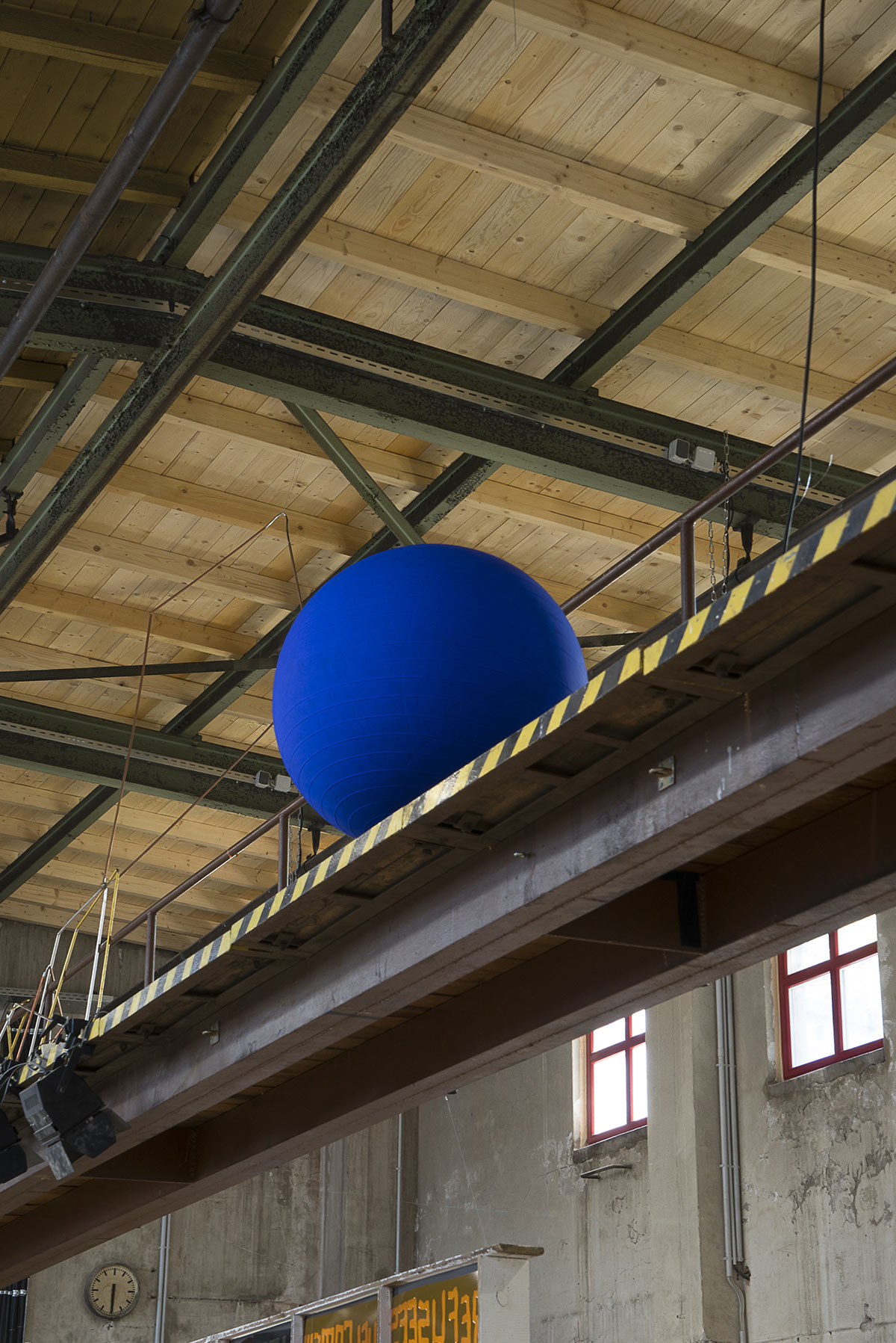 Save the Day, The Day Yves Klein Lost his Marbles in a Laundry, (Detail), Ausstellungsansicht GEH8, Dresden, 2020