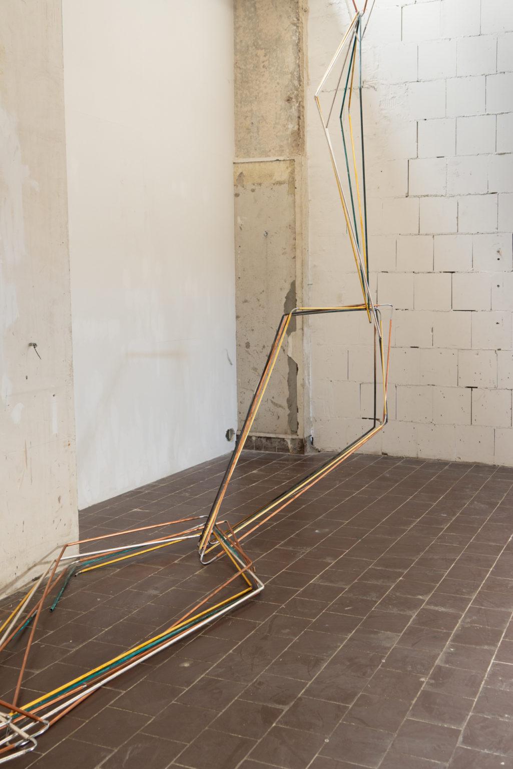 Drachengestänge, 2018-2021, Kupferrohr, Blattsilber, Blattgold, Oxidation, 24 Formen á ca. 160 x 60 cm