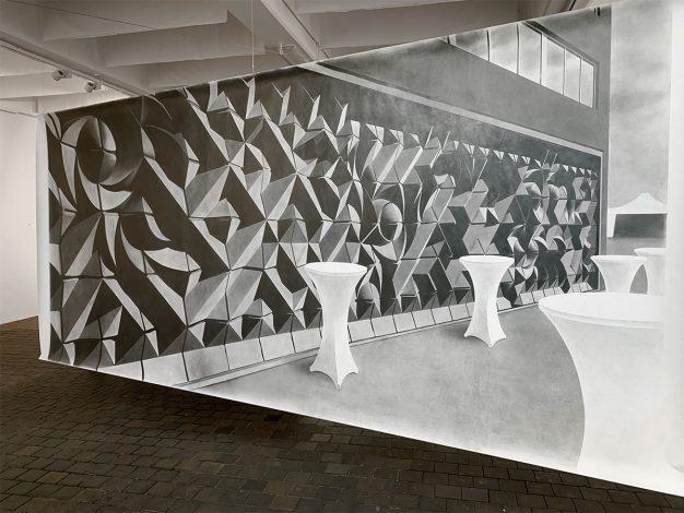 Idol, Graphit auf Karton, 150 x 330 cm, 2021, Ausstellungsansicht Weltkunstzimmer, Düsseldorf 2021